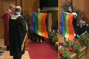 Studentessa nordirlandese con bandiera rainbow sul palco (contro gli omofobi) nel giorno della propria laurea – video