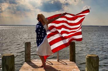 Christina Aguilera diventa bandiera USA per il giorno dell'indipendenza – foto