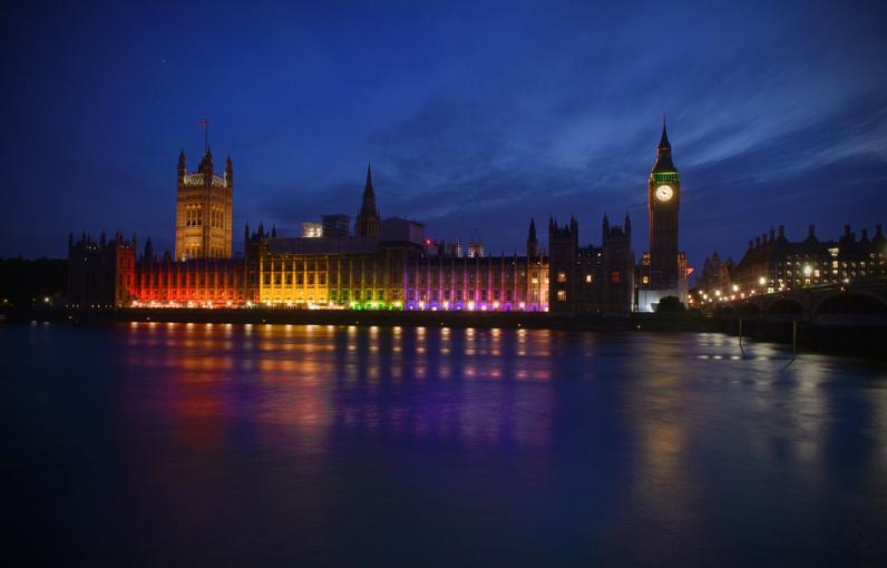 London pride westminster illuminata dall 39 arcobaleno for Dove ha sede il parlamento