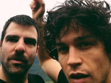 Miles McMillan, il fidanzato di Zachary Quinto nudo e a pecora su Instagram – foto