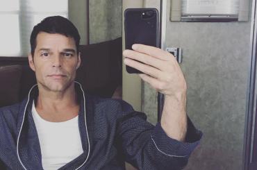 Ricky Martin, pure i piedi sono perfetti – la foto social per veri feticisti