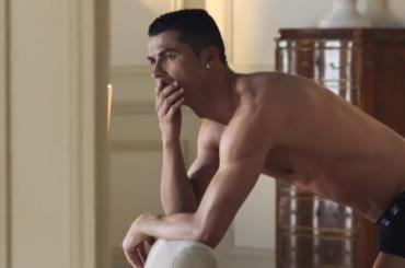 Cristiano Ronaldo in mutande nel nuovo spot, il video