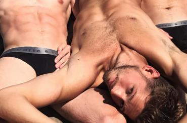 Max Emerson, il modello di nuovo nudo sui social – foto
