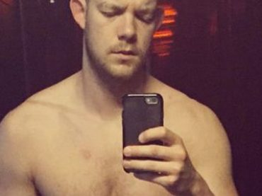 Angels in America, Russell Tovey nudo a teatro – le gif