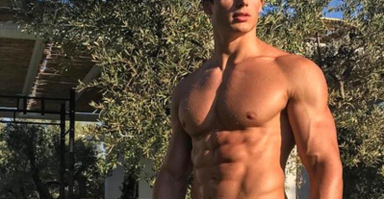 Pietro Boselli, è slippino Instagram – foto