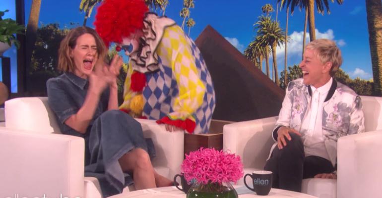 AHS: Cult, Sarah Paulson si caga sotto dalla paura da Ellen  – video