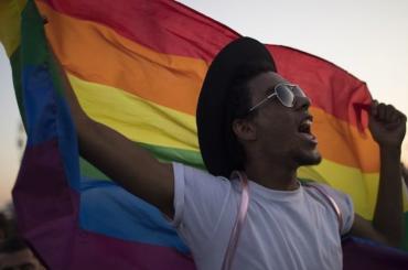 Kesha a sostegno dei gay brasiliani: 'non esiste cura per qualcosa che non è una malattia'