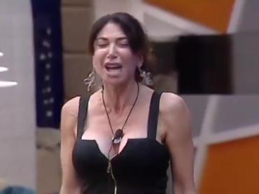 Grande Fratello Vip, Carmen Di Pietro si reinventa cantante lirica – il video
