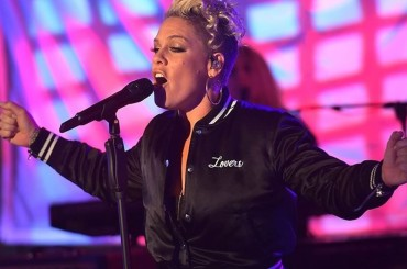 Pink canta Stay With Me di Sam Smith, il live – video