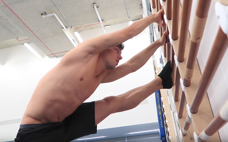 tom-daley-stretching-video-6