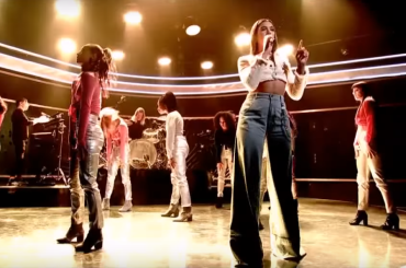 """New Rules"", primo coreografato live per Dua Lipa – video"