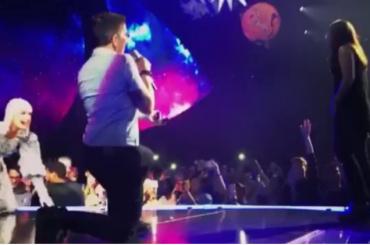 Katy Perry, proposta di matrimonio lesbo durante il concerto – video