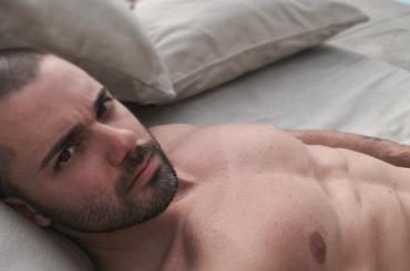 Amici di Maria Crescono, Santo Giuliano 'nudo' su Instagram – foto