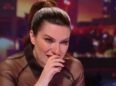 La Banda, Laura Pausini si commuove davanti ad una concorrente che canta la sua 'Invece no' – video