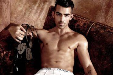 "Joe Jonas provoca su Instagram, ""Stai guardando il mio culo?"" – foto"