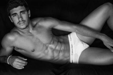 Pietro Baltazar in mutande per Luiz Mattos, foto