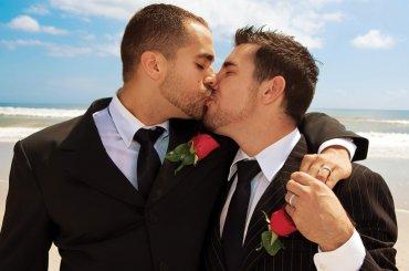 Corte Europea: 'matrimonio egualitario valido in TUTTI i Paesi membri' – avvisate il Ministro FONTANA