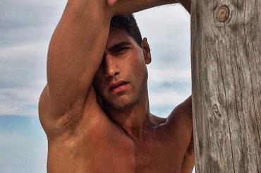 Fabio Mancini, è nuovo pacco social per il modello Armani – foto