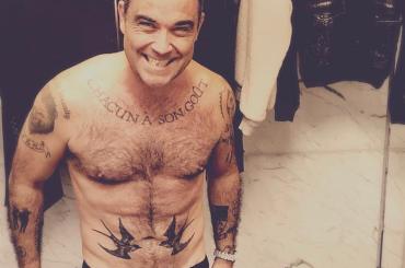 Robbie Williams vegano mostra il fisichetto, la foto social