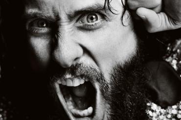 Jared Leto se lo smucina per Man About Town Magazine, la foto