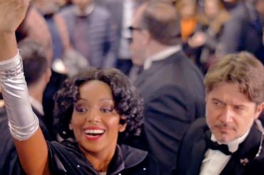 THE BODYGUARD, l'arrivo al Sistina di Ettore Bassi e Helen Tesfazghi nei panni di  Kevin Costner e Whitney Huston – il video