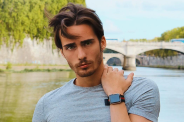 Simone Baroni di Amici, è pacco a cosce aperte su Instagram –  foto e video