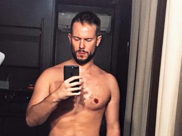 Paolo Stella, sexy selfie post doccia – la foto Instagram