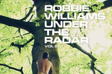 Robbie Williams nudo anche sulla cover di Under The Radar Volume 2  – foto