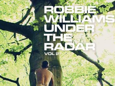 Robbie Williams nudo anche sulla cover di Under The Radar Volume 2  – foto