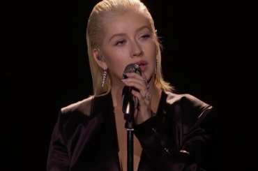 Ama 2017, Christina Aguilera live nell'omaggio a Whitney Houston – video