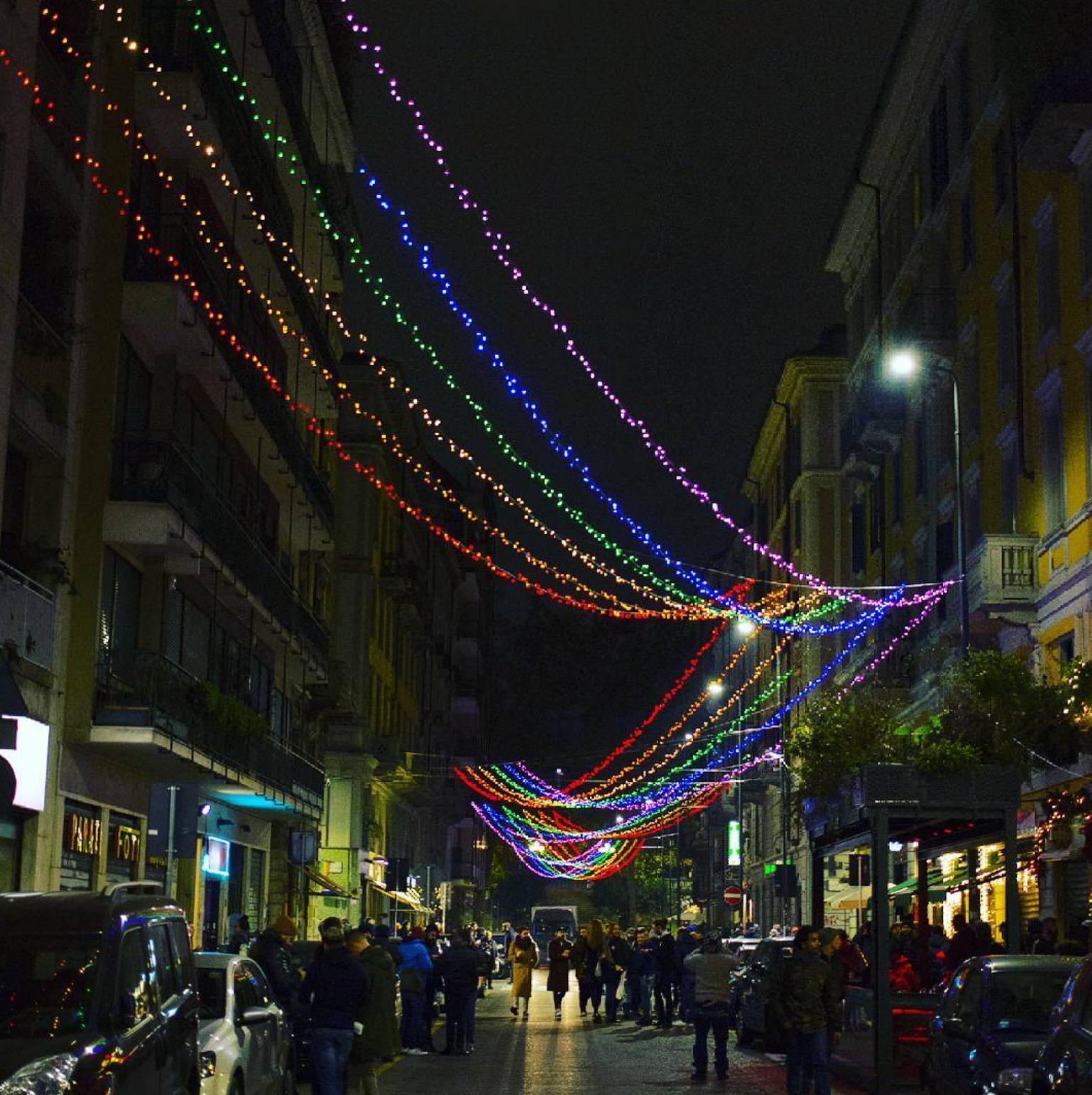 Milano accese le luminarie arcobaleno in zona porta - Cinema porta venezia milano ...