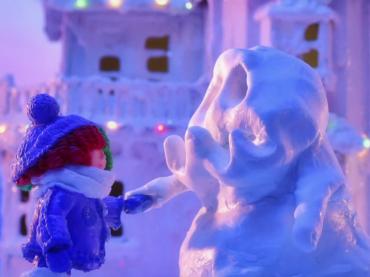 Underneath The Mistletoe, il nuovo video natalizio di SIA