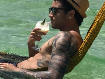 Felipe Anderson, fine 2017 in costume per il calciatore della Lazio – le foto Instagram