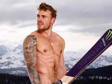 Gus Kenworthy, Capodanno con chiappe all'aria per l'olimpionico gay sciatore di freestyle – la foto Instagram