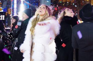 Britney Spears e Mariah Carey 'cantano' per il Capodanno di New York, i video