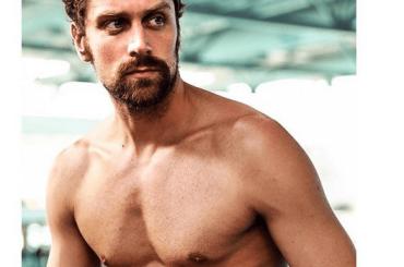 LUCA DOTTO, il nuotatore azzurro di nuovo in mutande per Intimissimi – foto