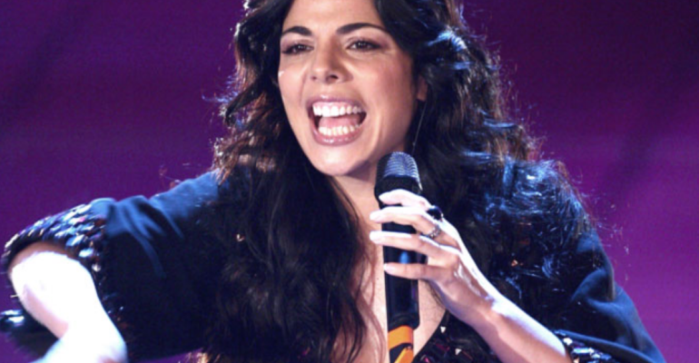 Sanremo 2018, – 7: omaggio ai brani sottovalutati – Baciami adesso di Mietta