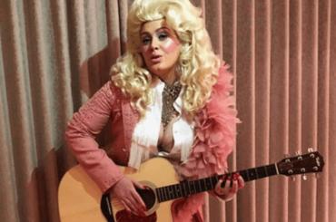 Adele diventa Dolly Parton, l'omaggio social – foto