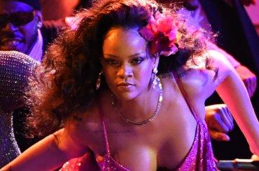 """Grammy 2018, Rihanna live con """"Wild Thoughts"""" (e il nono Grammy sul comodino)"""