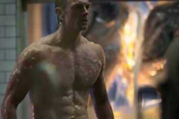 Altered Carbon,  Joel Kinnaman nudo nella serie NETFLIX – foto e gif