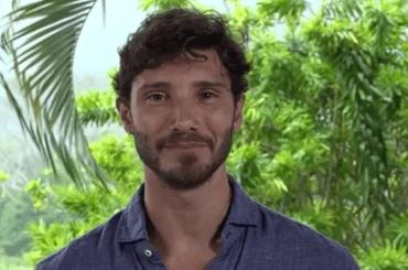 Stefano De Martino l'Isola ce l'ha tra le mutande, la foto social