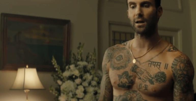 WAIT, Adam Levine in mutande nel nuovo video dei Maroon 5