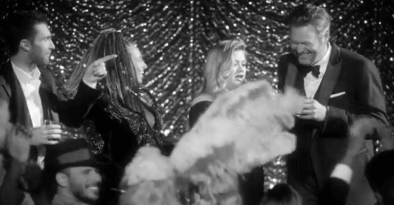 The Voice Usa, Kelly Clarkson e Alicia Keys duettano insieme a Adam Levine e Blake Shelton- i video