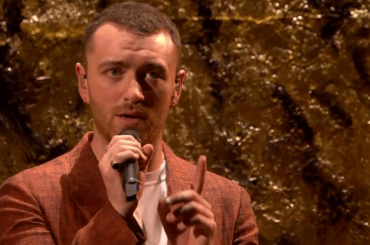 Brit Awards 2018, Sam Smith incanta con Too Good At Goodbyes – video