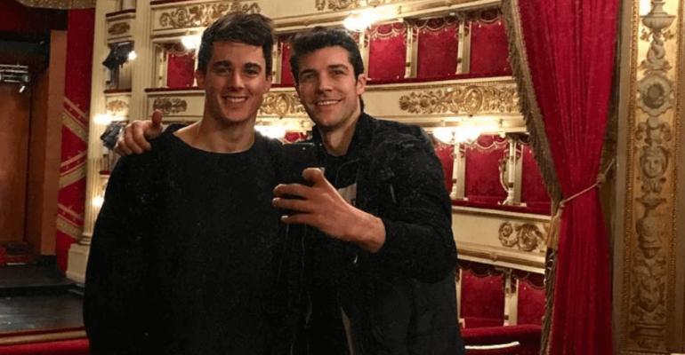 Roberto Bolle e Pietro Boselli, selfie social dalla Scala di Milano – foto