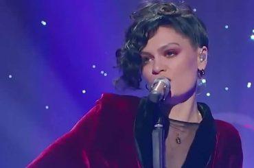 Jessie J incanta la Cina cantando Purple Rain di Prince – video