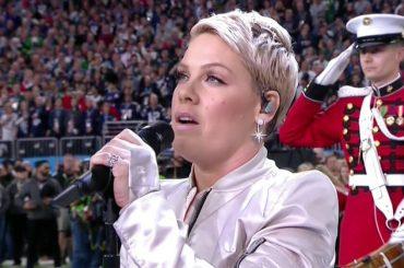 Super Bowl 2018, Pink canta l'inno nazionale USA – video