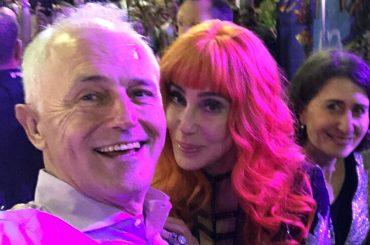 Mardi Gras 2018, polemiche per il selfie di Cher con il Primo Ministro Malcolm Turnbull