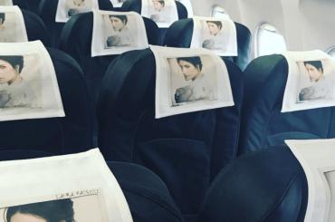 Laura Pausini presenta il disco alla stampa a bordo di un aereo Milano-Roma – foto