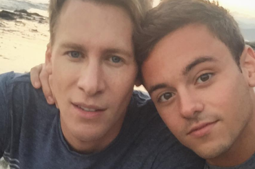 Tom Daley e Dustin Lance Black festeggiano i 5 anni d'amore, le foto social